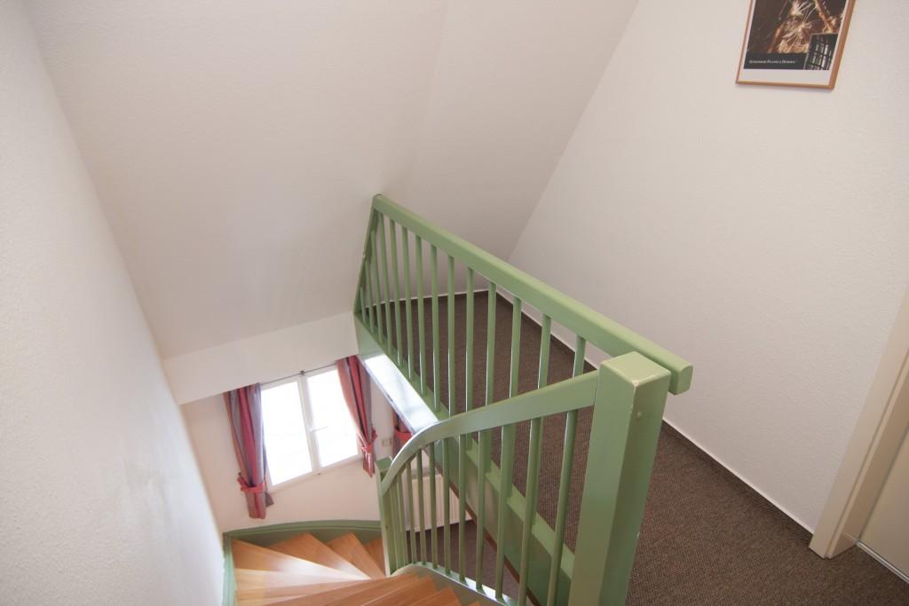 Diese Treppe führt zum Wohnzimmer