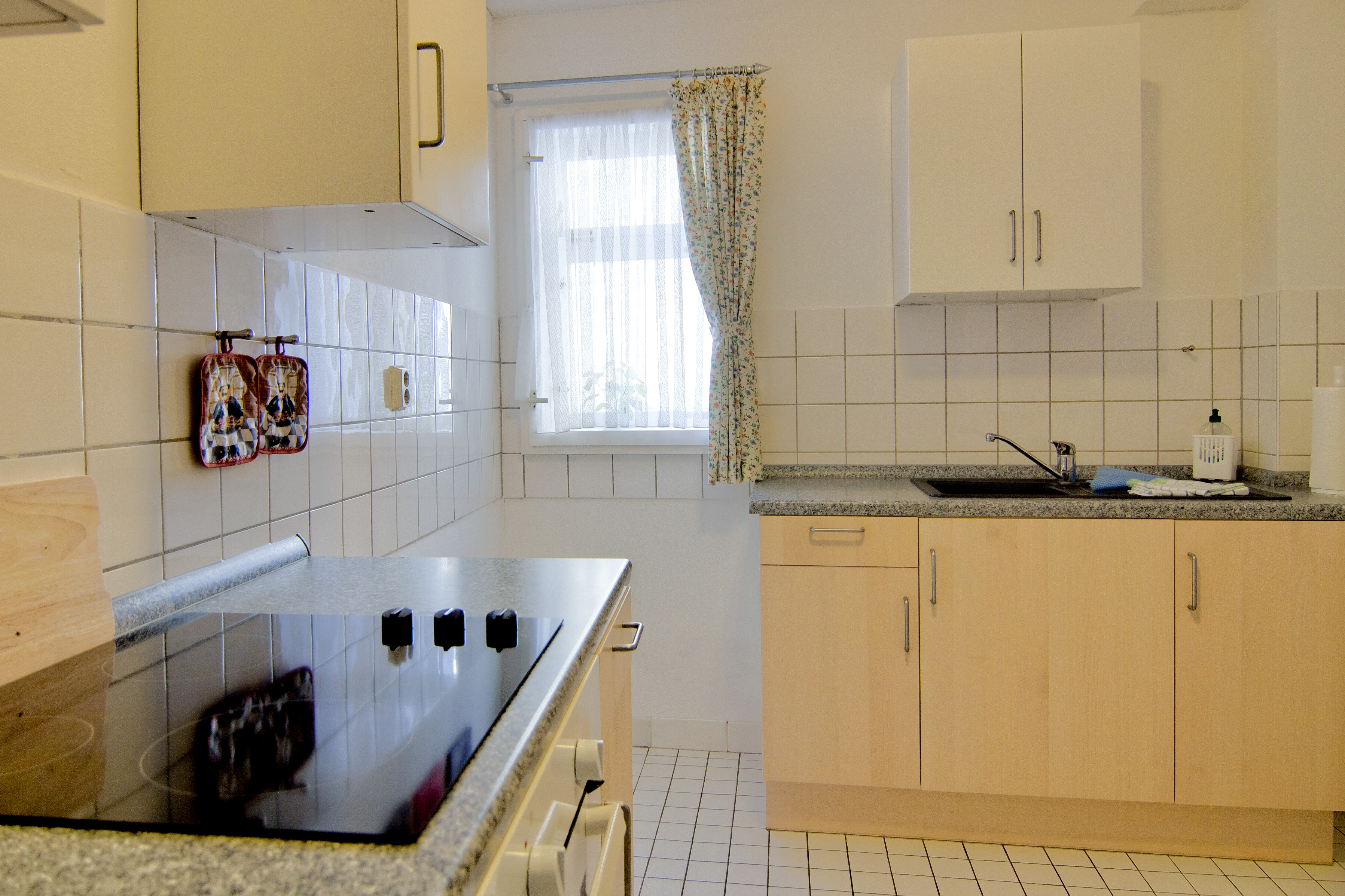 Küche in Ferienwohnung No7 mit Herd und Ceranfeld