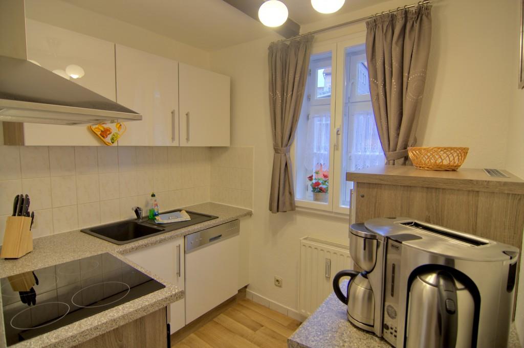 Küche mit Ceranfeld, Spüler und Frühstückscenter