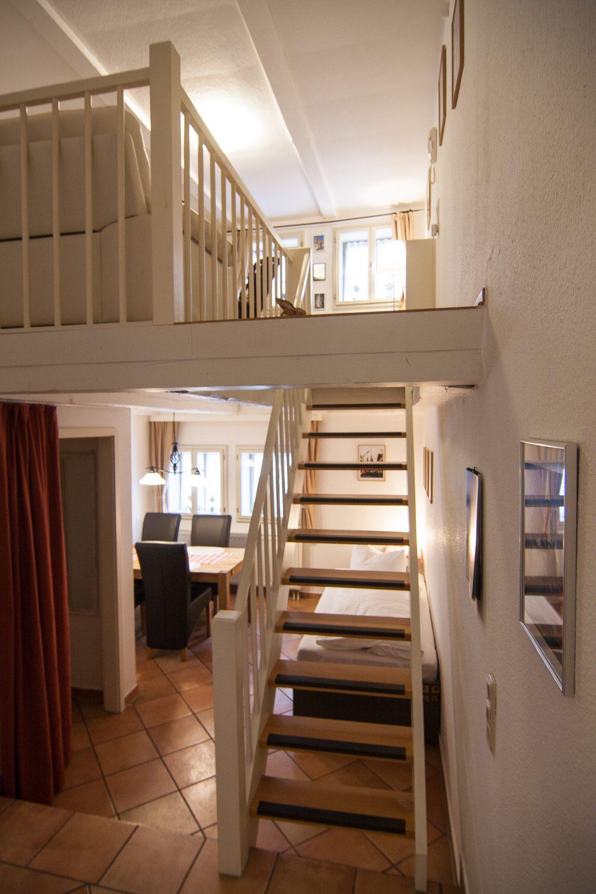 Wohnzimmer und Essbereich der Ferienwohnung No6