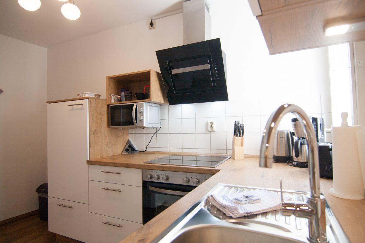 Küche mti Spülmaschine und Mikrowelle