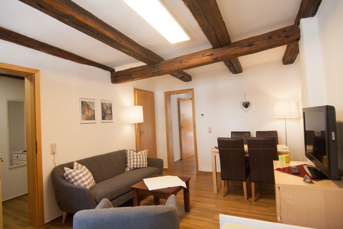 Wohnzimmer mit Essbereich und Sitzecke