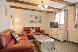 Wohnung 5 mit Treppe und Aufbettung im Wohnzimmer